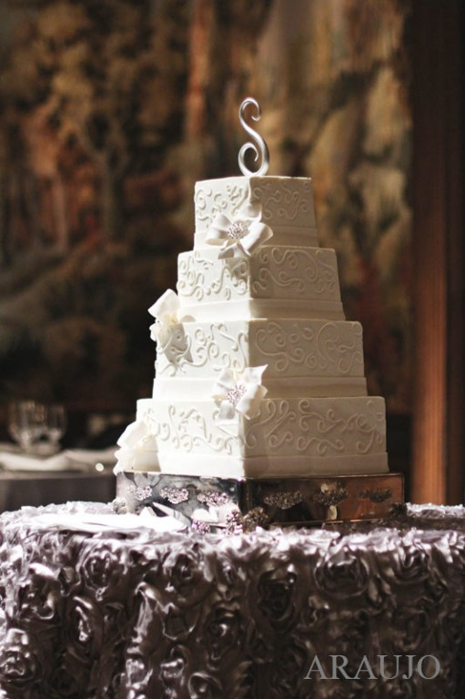 Duquesne Club Wedding Reception: Classic White Cake