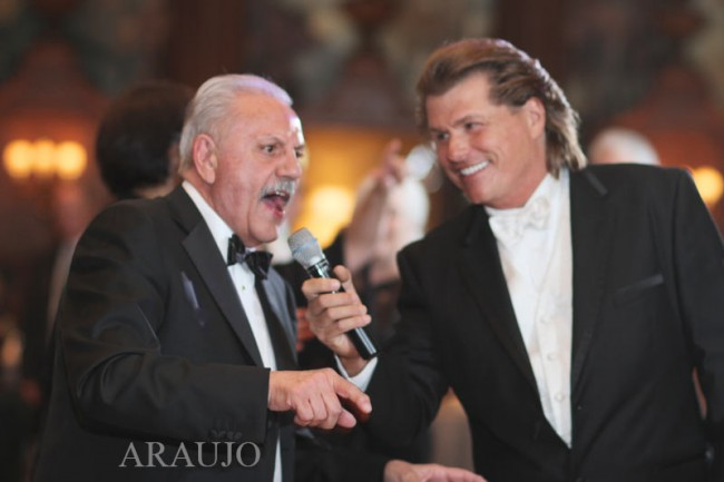 Duquesne Club Wedding Reception: John Parker Sings with Guest