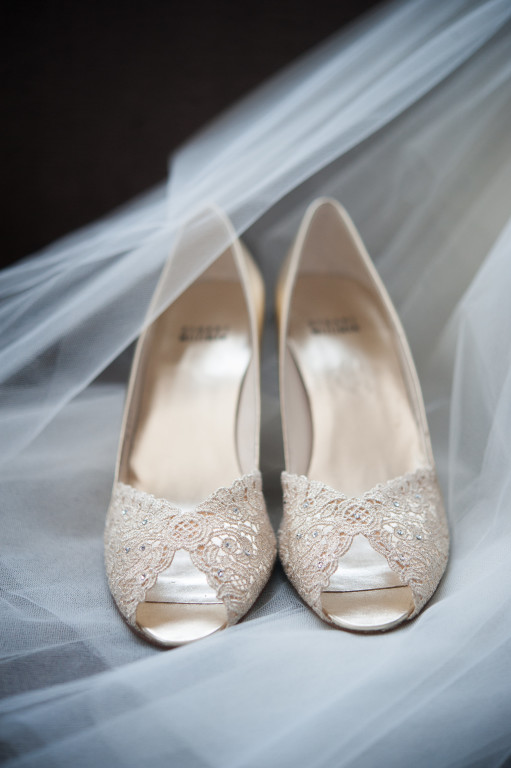 The Club at Nevillewood Wedding: Lace Shoes and Bridal Veil